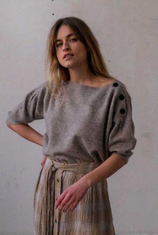 lichtgrijze trui met 3/4 mouwen en knoop detail vevy t107-1307