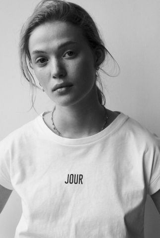 wit t-shirt met aangeknipte mouwen en tekst w21f937lab