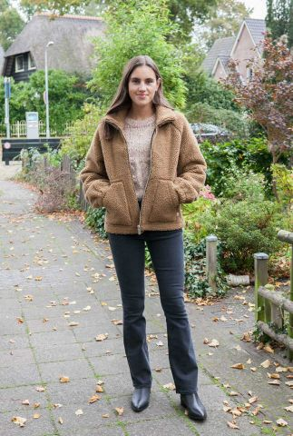korte teddy jas met hoge hals trash hebe jacket wjk00032