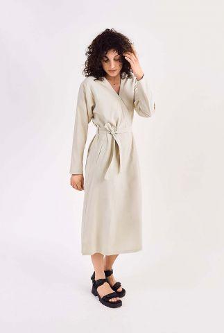 klassieke midi jurk met v-hals en ceintuur yama dress l/s